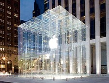 New York's flagship Apple Store doing great business