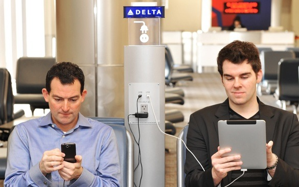 delta airlines installing charging stations