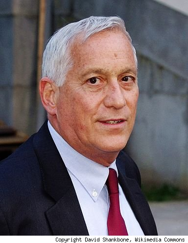 Judge Walter Isaacson doesn't have to hand over biography notes