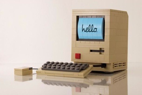 Vintage Mac is beautiful in LEGO