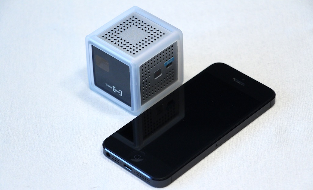 Innoio innocube pico projector a tiny handful of video for Apple pico projector