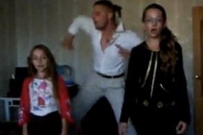 disco dad dances to justin bieber with his two daughters