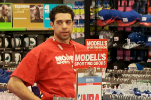 new york knicks basketball player landry field tries to sell his own jersey at modell's
