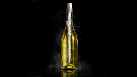 corkcicle keeps white wine cold for an hour while serving