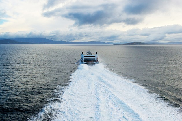 World's fastest car ferry powered by twin Boeing 747 jet ...