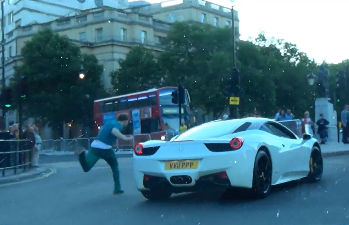 Drunk Guy Has Epic Fail While Chasing Cars Of The London