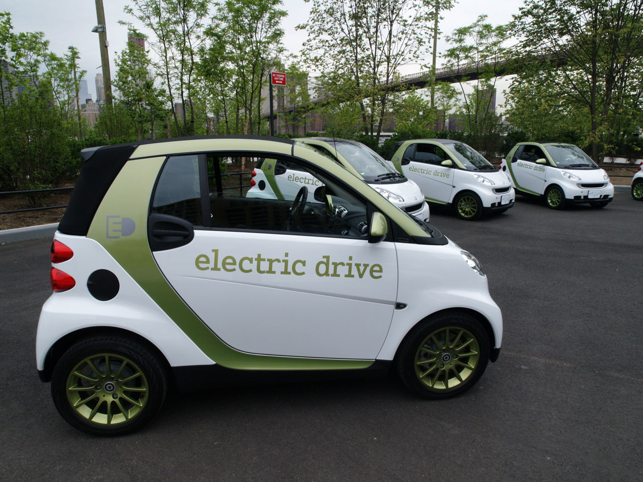 report smart fortwo electric drive unaffected by penske. Black Bedroom Furniture Sets. Home Design Ideas