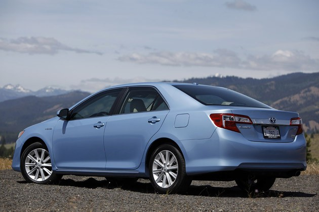 oil peak toyota has announced pricing for camry hybrid 25 900. Black Bedroom Furniture Sets. Home Design Ideas