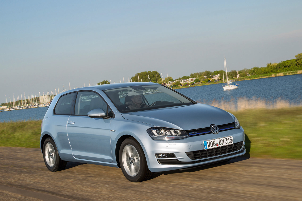 new vw golf tdi bluemotion is 39 most fuel efficient ever 39 with 73 5 mpg autoblog. Black Bedroom Furniture Sets. Home Design Ideas