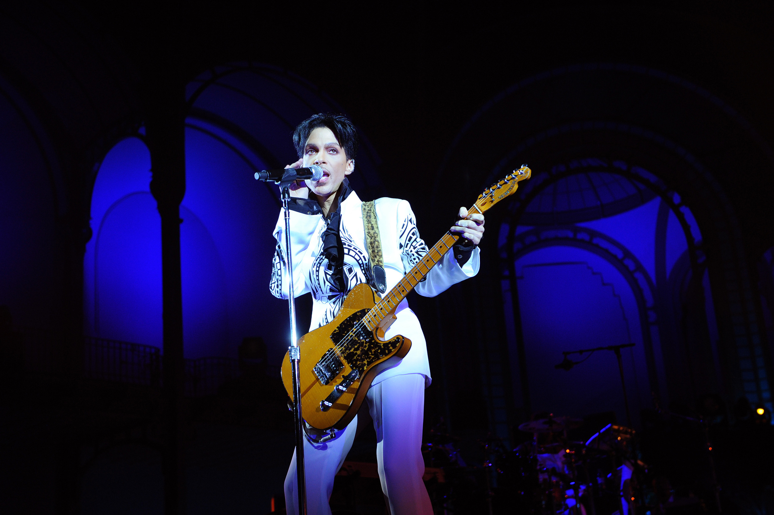 Prince Plays London Living Room Gig Aol Com