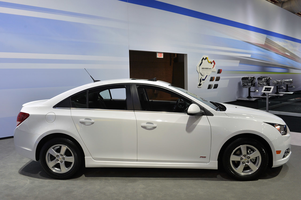 2015 Chevrolet Cruze LT: New York 2014 Photo Gallery