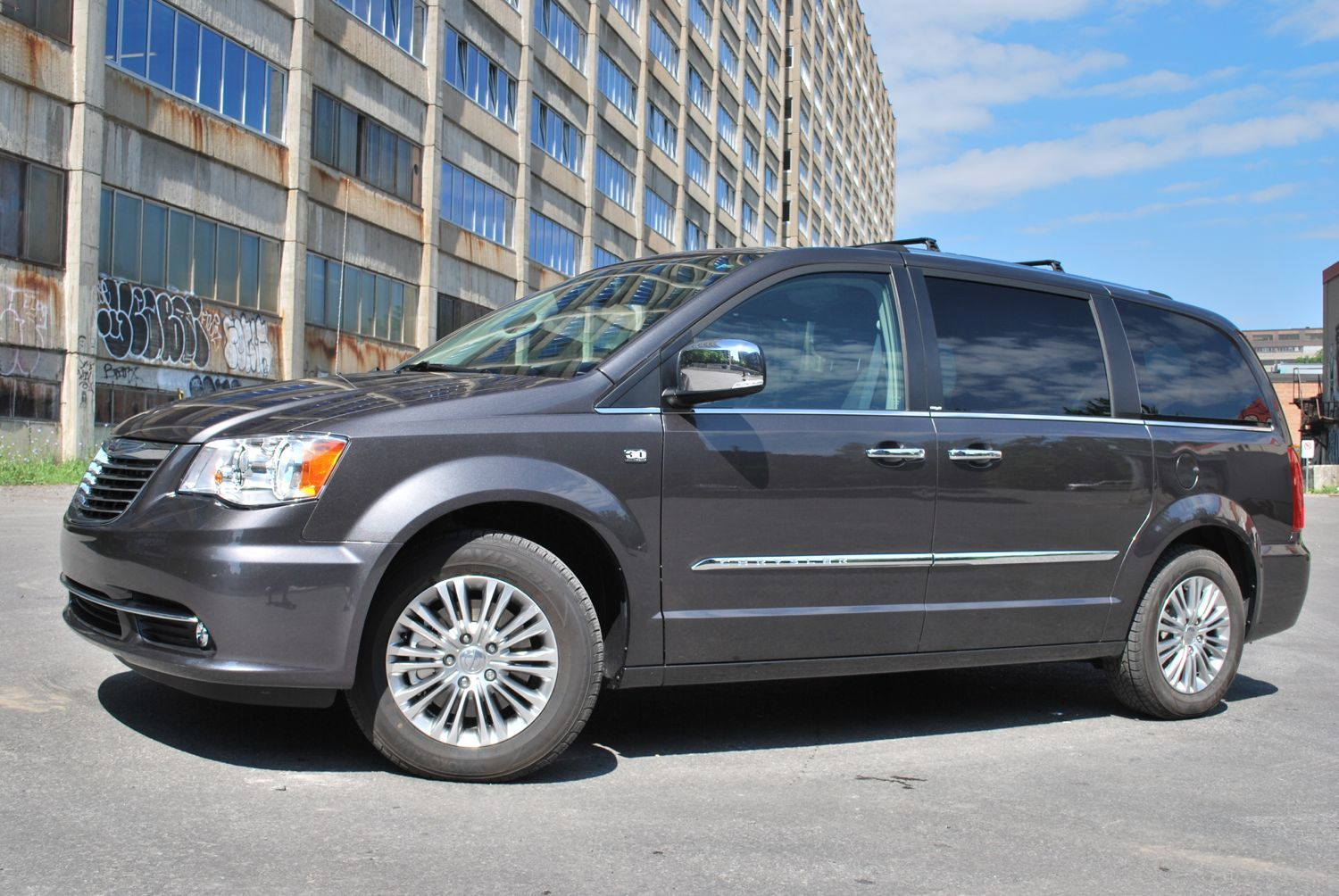2014 chrysler town country dodge grand caravan 30th holidays oo. Black Bedroom Furniture Sets. Home Design Ideas