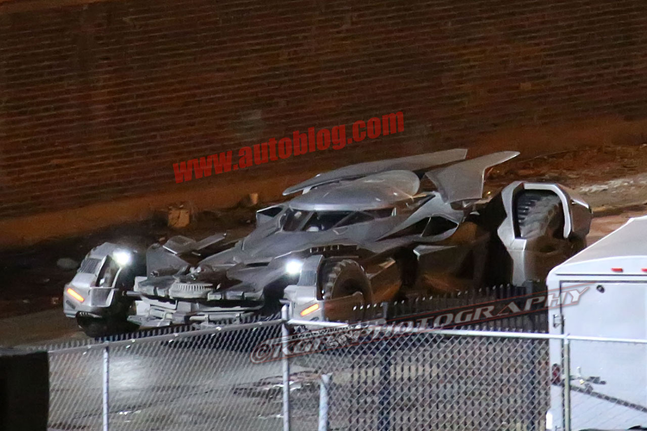 http://www.blogcdn.com/slideshows/images/slides/294/471/8/S2944718/slug/l/batmobile-detroit-15-1.jpg