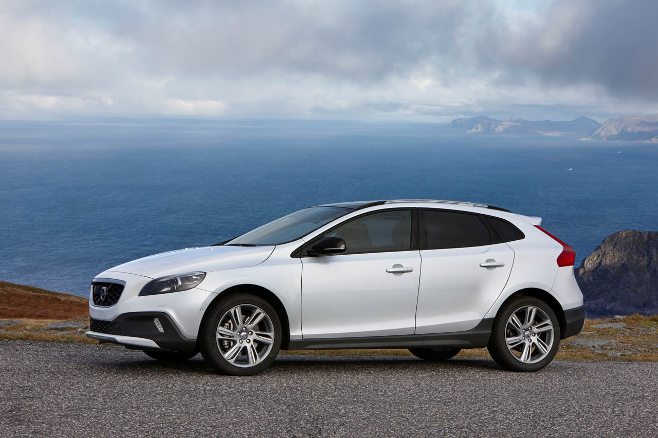 2015 Volvo V40 Cross Country Photo Gallery