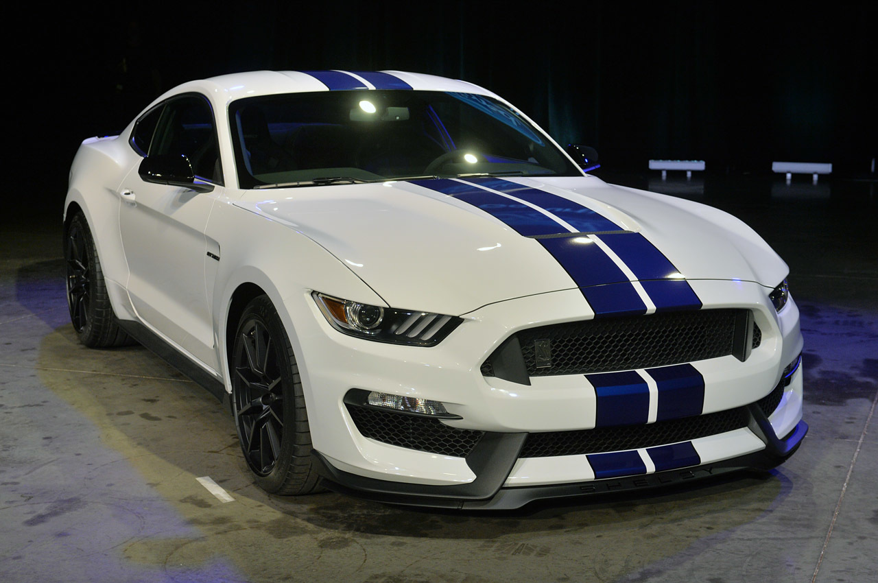2016 ford shelby gt350 live reveal photo gallery autoblog. Black Bedroom Furniture Sets. Home Design Ideas