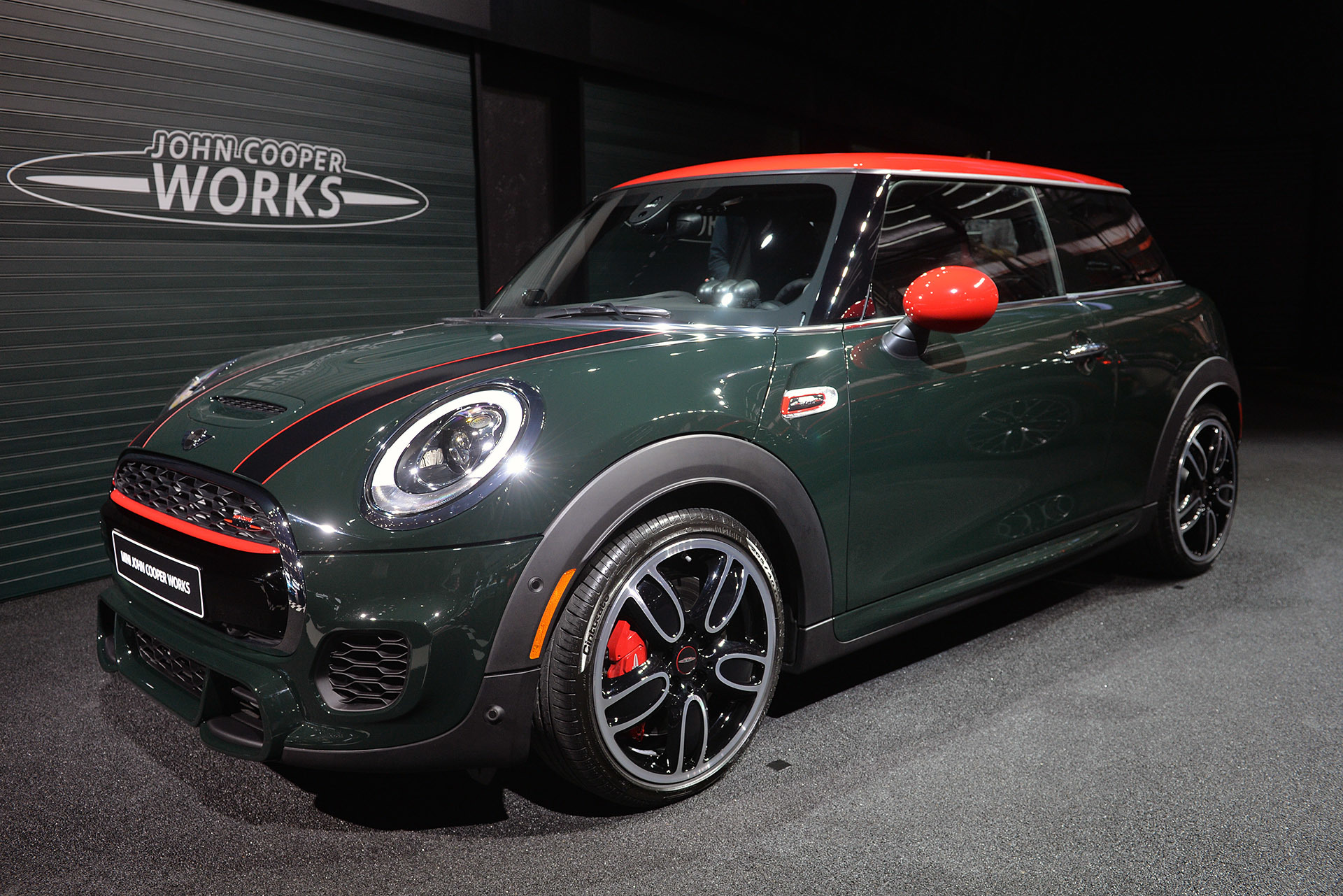 2015 mini john cooper works hardtop detroit 2015 photo gallery autoblog. Black Bedroom Furniture Sets. Home Design Ideas