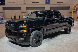 chevy silverado midnight edition custom ready to stand out in pickup line autoblog. Black Bedroom Furniture Sets. Home Design Ideas