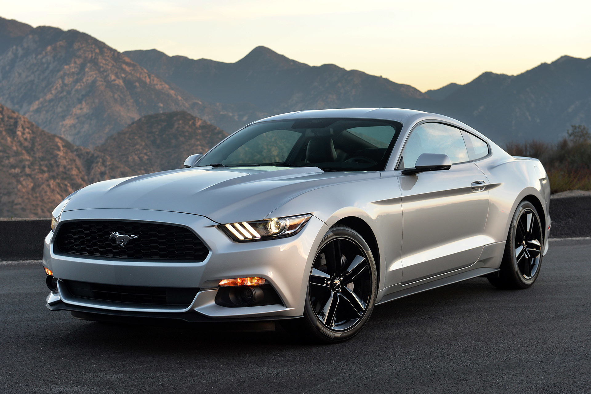 ford mustang ecoboost 2016 ford mustang ecoboost fastback premium review comparison 2016. Black Bedroom Furniture Sets. Home Design Ideas