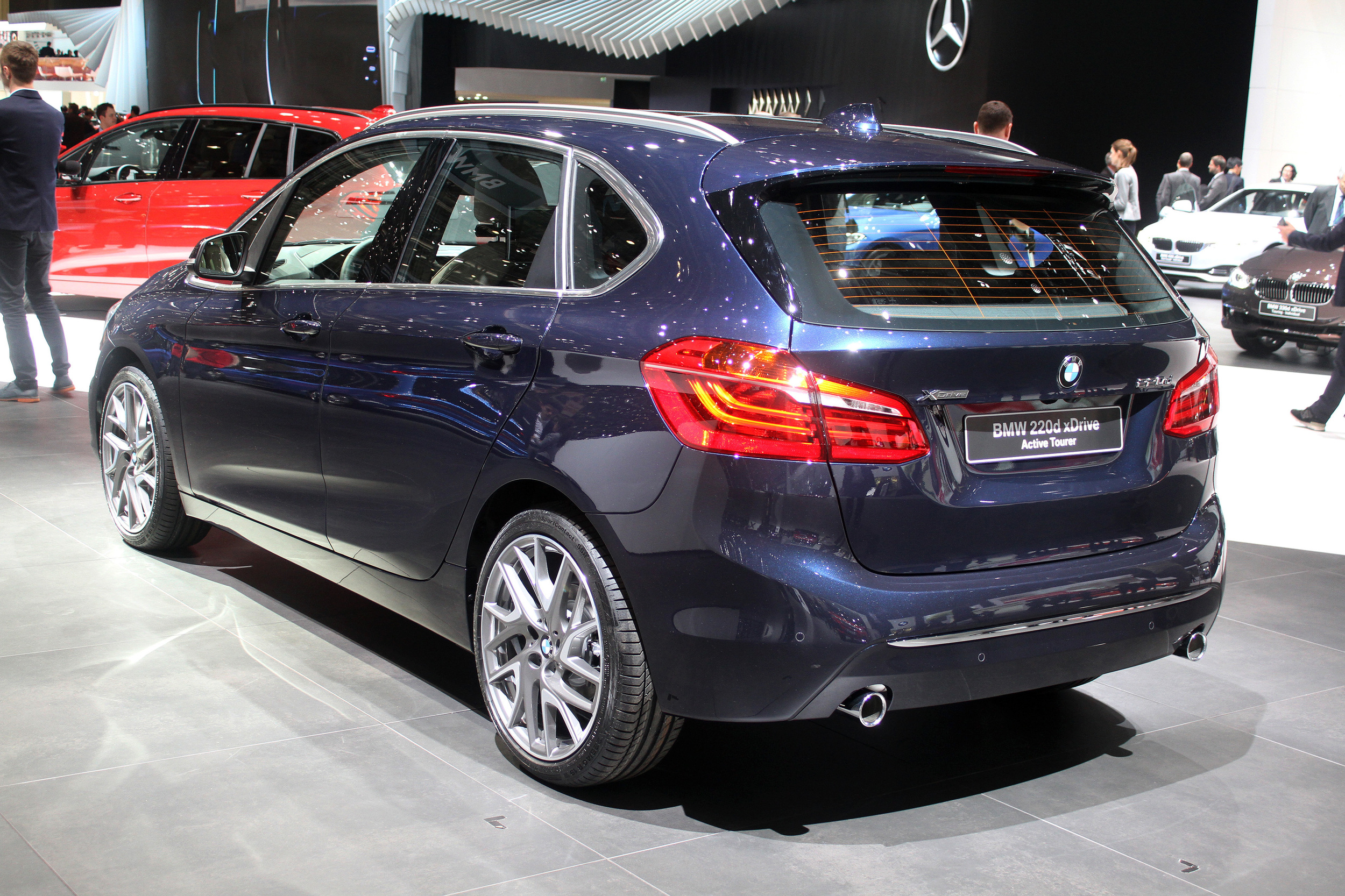 bmw 220d xdrive active tourer geneva 2015 photo gallery autoblog. Black Bedroom Furniture Sets. Home Design Ideas