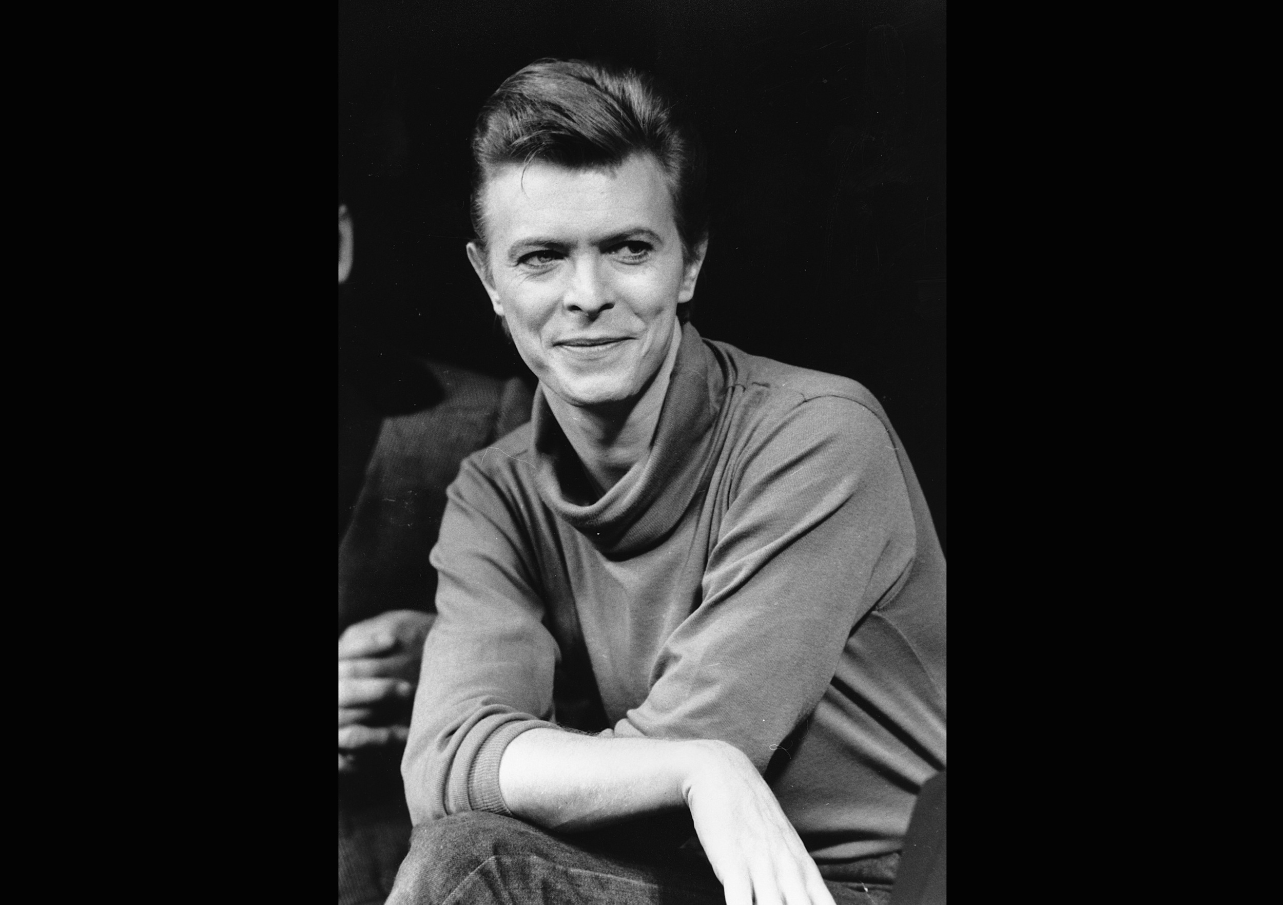 Last photo of David Bowie, dapper and laughing - AOL Entertainment