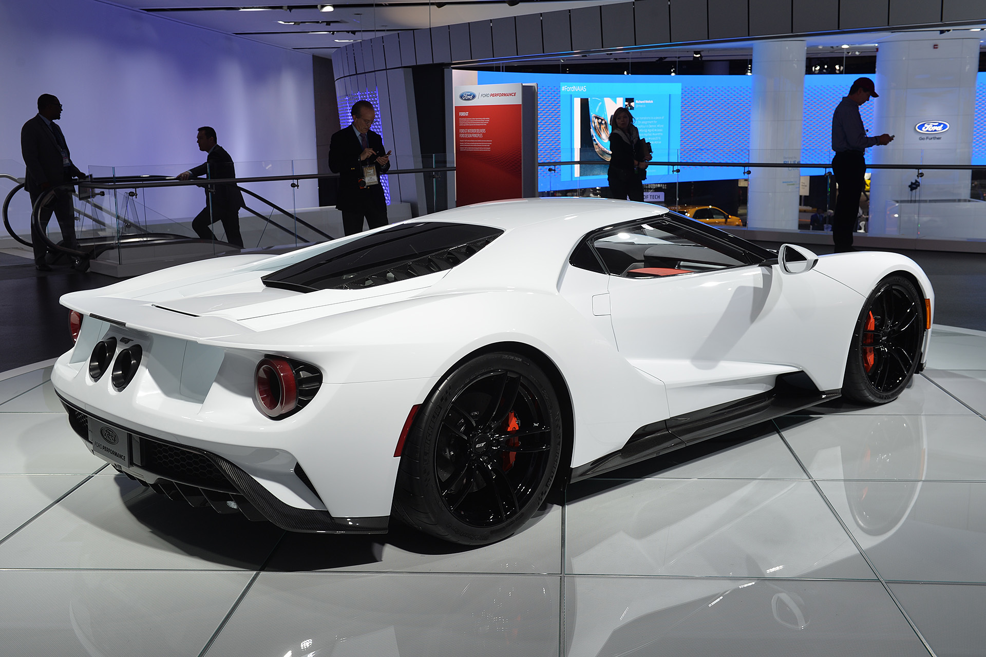 2017 ford gt in white detroit 2016 photo gallery autoblog