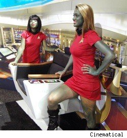 Captain Kirk's chair at the San Diego Comic Con with two hot alien babes