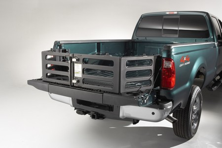 A closer look at the Ford F-450 bed extender - Autoblog
