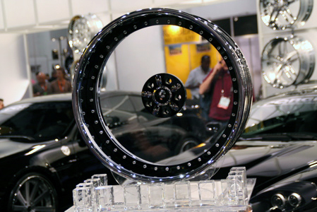 sema clear wheels steal the show autoblog. Black Bedroom Furniture Sets. Home Design Ideas