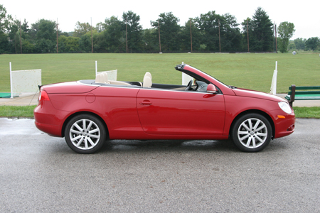 When Looking At The Volkswagen Eos From Outside In We See A Cool Car Wearing Trademark Front End Totally Trick Hard Top Convertible