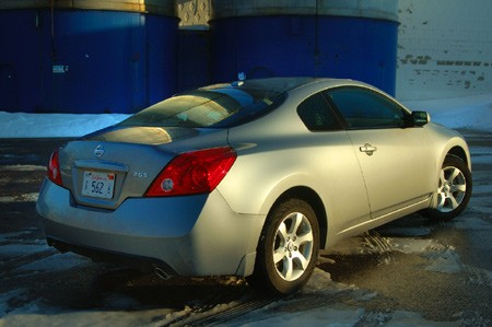 review 2008 nissan altima coupe 2 5s autoblog. Black Bedroom Furniture Sets. Home Design Ideas