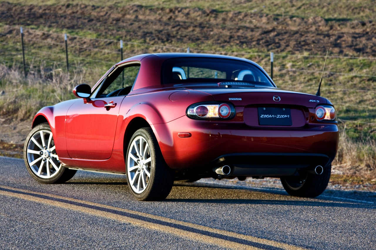 review 2008 mazda mx 5 hardtop photo gallery autoblog. Black Bedroom Furniture Sets. Home Design Ideas