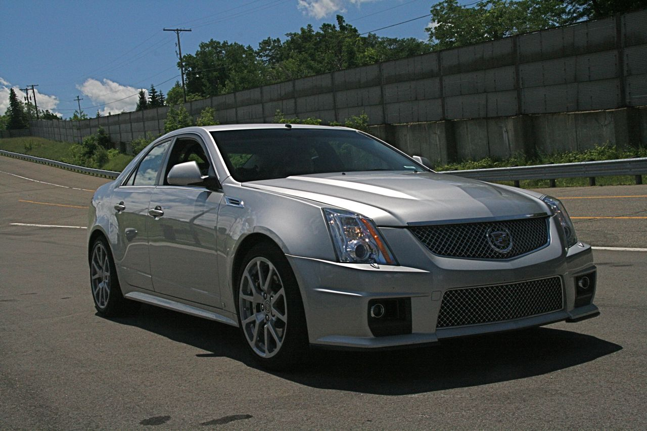 first ride 2009 cadillac cts v photo gallery autoblog. Black Bedroom Furniture Sets. Home Design Ideas