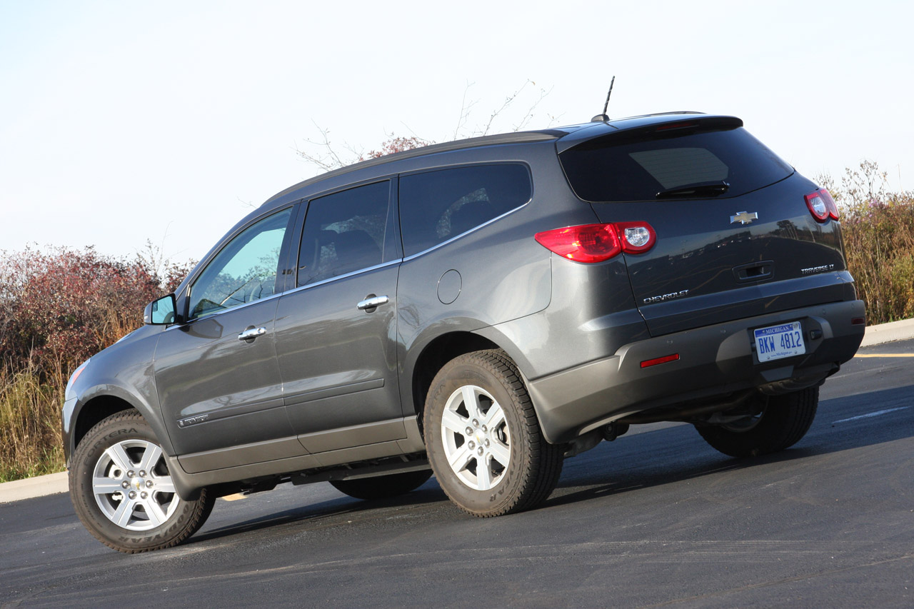 Used Chevy Traverse >> Review: 2009 Chevy Traverse LT Photo Gallery - Autoblog
