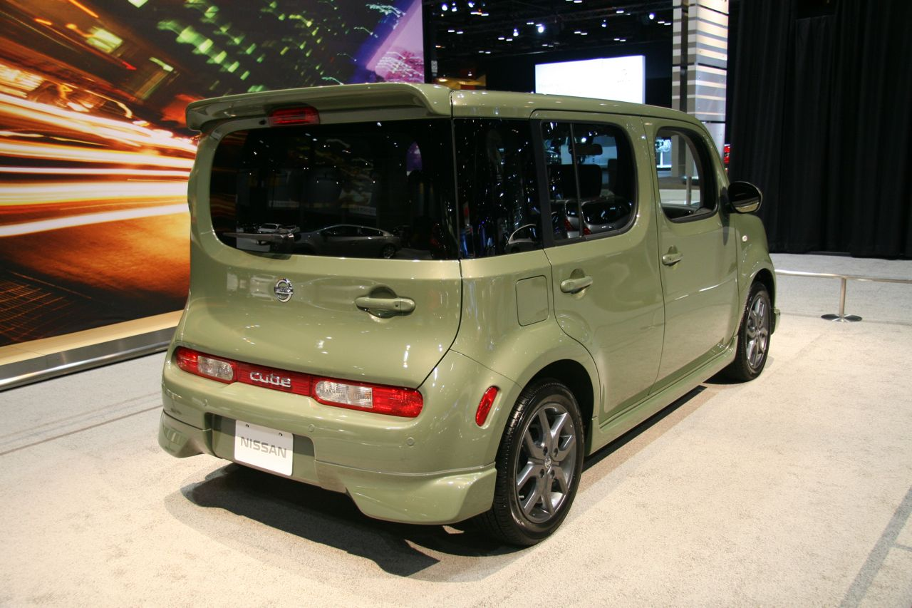 chicago 2009 nissan cube and cube krom photo gallery autoblog. Black Bedroom Furniture Sets. Home Design Ideas