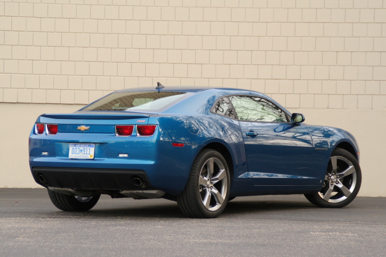 the joy of six 2010 chevy camaro v6 rs photo gallery autoblog. Black Bedroom Furniture Sets. Home Design Ideas