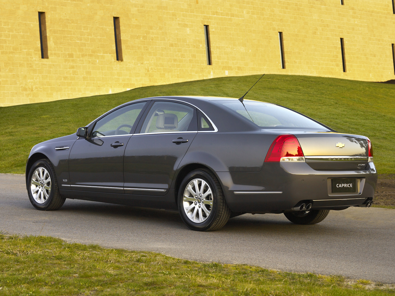 All Chevy chevy caprice 2013 : 2009 Chevrolet Caprice (Middle East) Photo Gallery - Autoblog