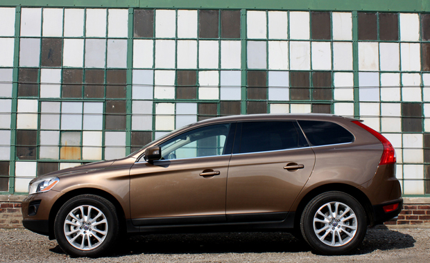 Review: 2010 Volvo XC60 delivers on looks and lux - handling