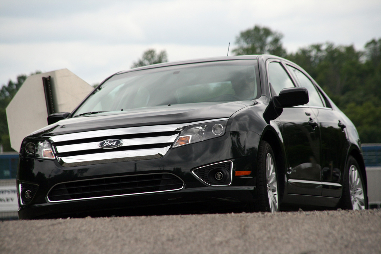 review 2010 ford fusion hybrid photo gallery autoblog. Black Bedroom Furniture Sets. Home Design Ideas