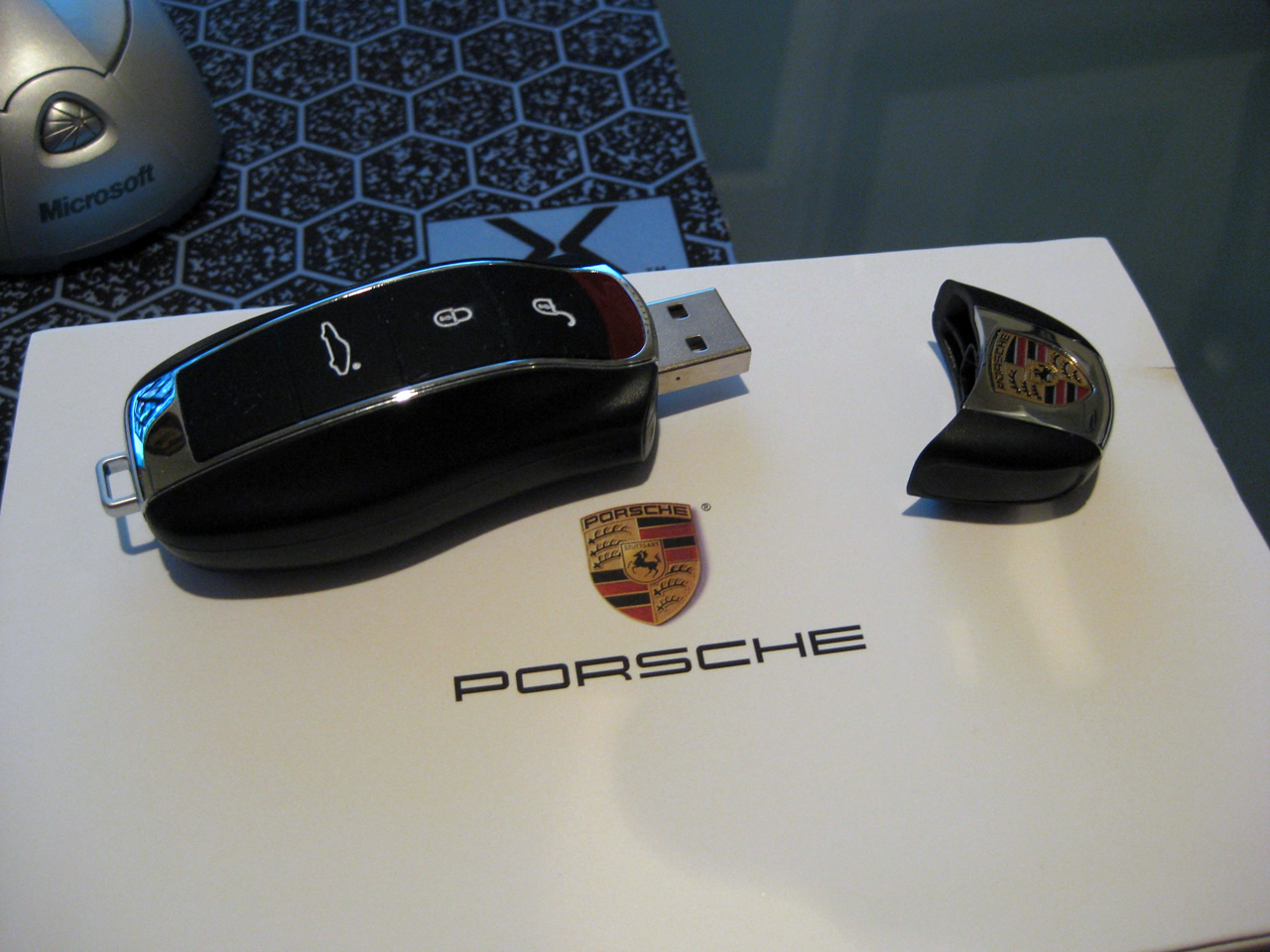 porsche panamera usb drive photo gallery autoblog. Black Bedroom Furniture Sets. Home Design Ideas