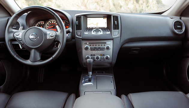 2010 nissan maxima sport package