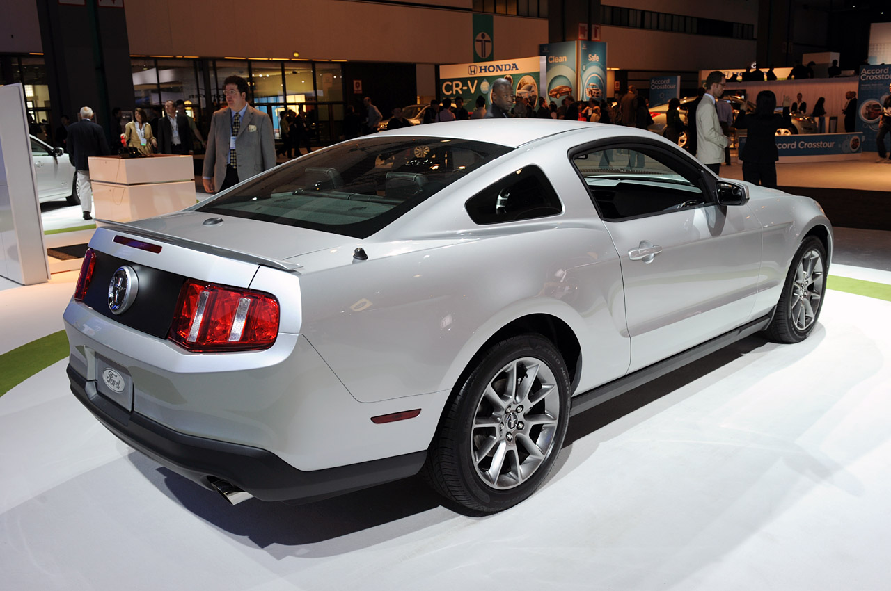 Nissan Certified Pre Owned >> LA 2009: 2011 Ford Mustang V6 Photo Gallery - Autoblog