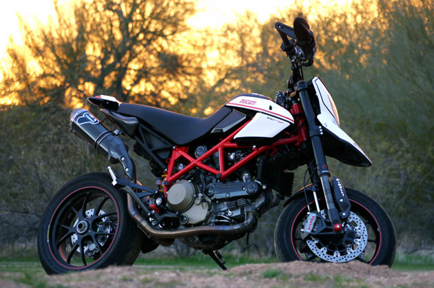 Review Ducati Hypermotard 1100 Evo Sp Induces Grins Wheelspin And