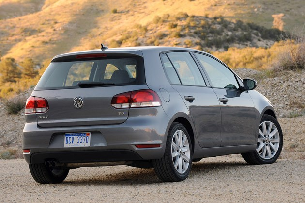 review 2010 volkswagen golf tdi delivers potent one two punch of efficiency and entertainment. Black Bedroom Furniture Sets. Home Design Ideas