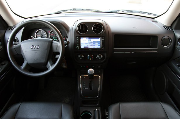 Jeep patriot 2010 interior