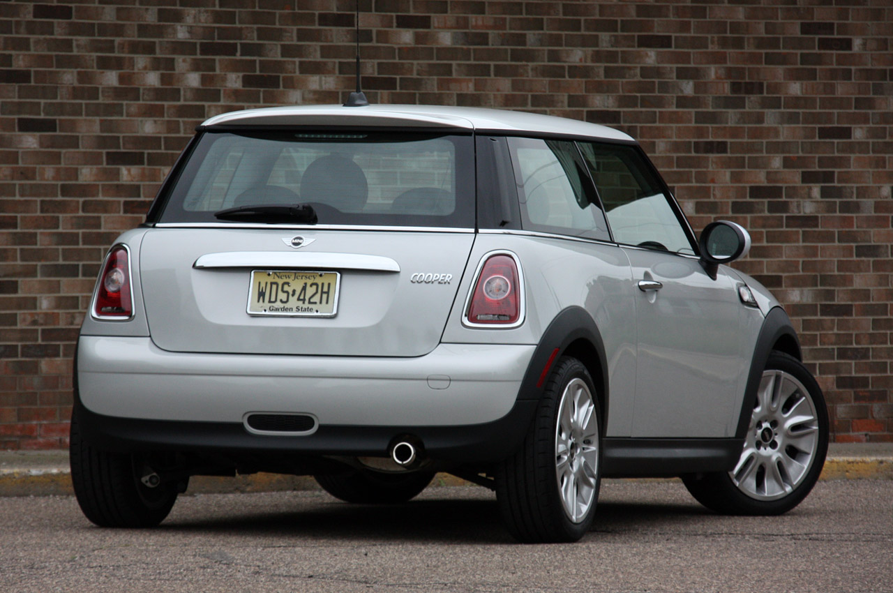 review 2010 mini cooper 50 camden edition photo gallery autoblog. Black Bedroom Furniture Sets. Home Design Ideas