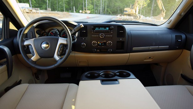 Review: 2010 Chevrolet Silverado Hybrid is all swing, all ...