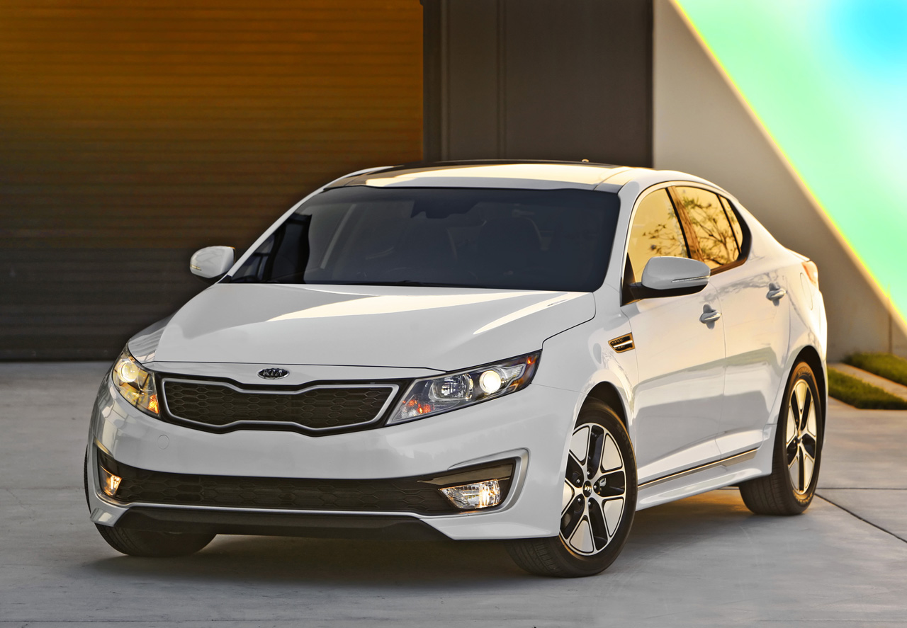 2011 kia optima hybrid priced from 26 500 autoblog. Black Bedroom Furniture Sets. Home Design Ideas