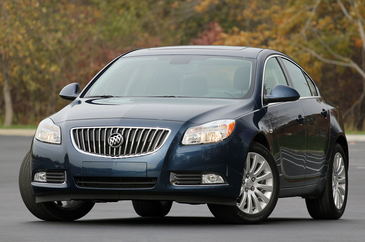 2013 buick regal gets standard eassist automatic option for gs autoblog. Black Bedroom Furniture Sets. Home Design Ideas