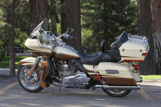 First Ride: 2011 Harley-Davidson CVO models | Autoblog
