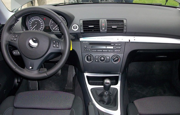 quick spin 2012 bmw 1 series m coupe autoblog. Black Bedroom Furniture Sets. Home Design Ideas